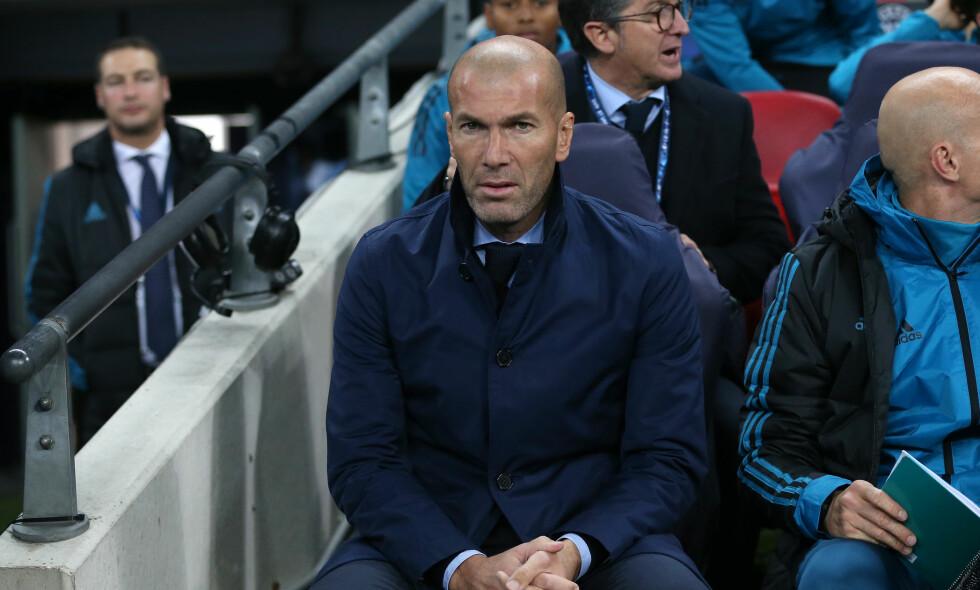 VERDENS BESTE: Real Madrid-manager Zinedine Zidane ble kåret til verdens beste trener på bakgrunn av forrige sesong. Denne sesongen har ikke gått på skinner for franskmannen. Foto: PPAUK/REX/Shutterstock/NTB Scanpix