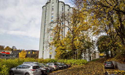 STUDENTER UT - KORN INN ? De opprinnelige kornsiloene nederst ved Akerselva i Oslo er bygd om til mer enn 200 studentboliger. FOTO: JØRN H. MOEN / DAGBLADET.