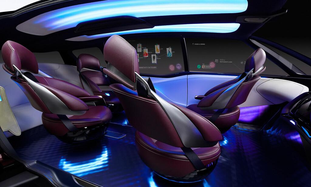 SOSIALT: Kupéen kan konfigureres på forskjellige måter. Stemningsbelysningen er standard - på konseptbilen. Foto: Toyota
