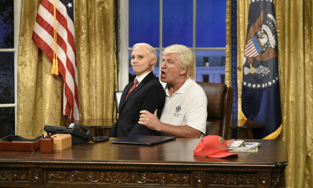 TV-STJERNE: Alec Baldwin har gjort stor suksess med sine parodier av president Donald Trump i tv-showet «Saturday Night Live» i det siste. Her sammen med Kate McKinnon i rollen som Jeff Sessions. Foto: Will Heath/NBC via AP/ NTB scanpix