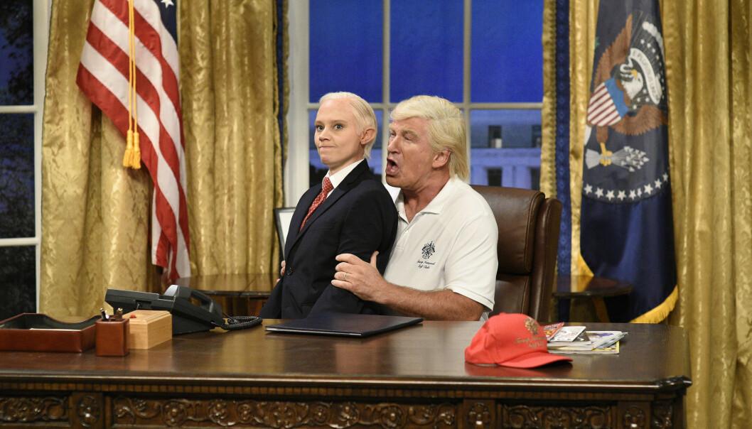 <strong>TV-STJERNE:</strong> Alec Baldwin har gjort stor suksess med sine parodier av president Donald Trump i tv-showet «Saturday Night Live» i det siste. Her sammen med Kate McKinnon i rollen som Jeff Sessions. Foto: Will Heath/NBC via AP/ NTB scanpix