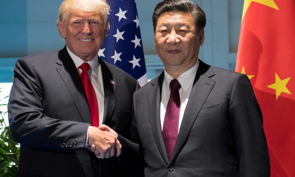 POLITISKE TUNGVEKTERE: Donald J. Trump og Xi Jinping leder verdens to største økonomier. Her fra da de møttes i Hamburg i juli. Foto: REUTERS/Saul Loeb/NTB Scanpix