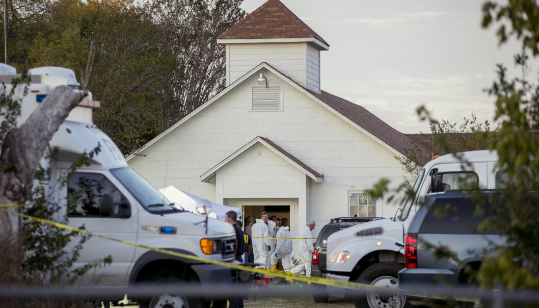 MASSAKRE: 26 personer ble drept da en mann åpnet ild i en Baptistkirke i Texsas søndag. Foto: AP / NTB Scanpix