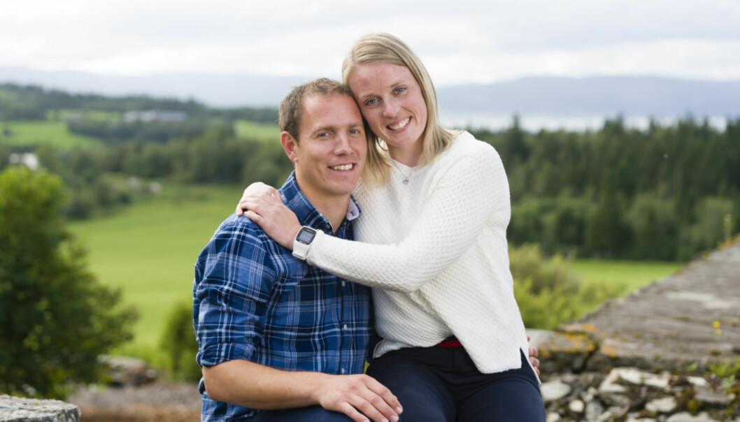 <strong>- LITT SÅRET:</strong> Hanne Molde forklarer at hun ikke hadde forventet at Alstad skulle kysse både henne og Sverkmo. Foto: TV 2