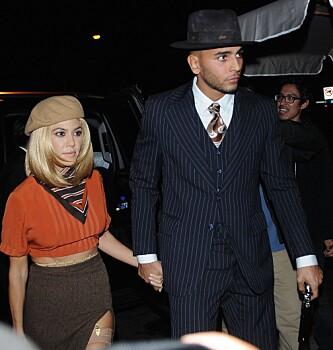HALLOWEEN: Kourtney og Younes kledde seg ut som Bonnie og Clyde på Halloween. Foto: Splash News