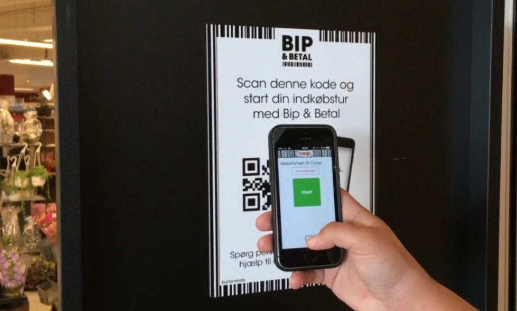 BIP & BETAL: En helautomatisk handlerunde starter med at du registrerer deg i butikkdøra med telefonen. Foto: Coop Danmark
