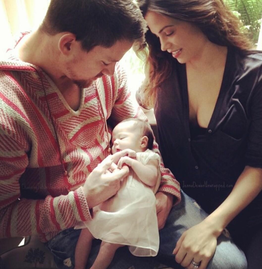 FØRSTE FARSDAG: Skuespiller Channing Tatum delte dette søte familiebildet i forbindelse med den amerikanske farsdagen i 2013. Han og kona Jenna har datteren Everly (4) sammen. Foto: Skjermdump fra Facebook