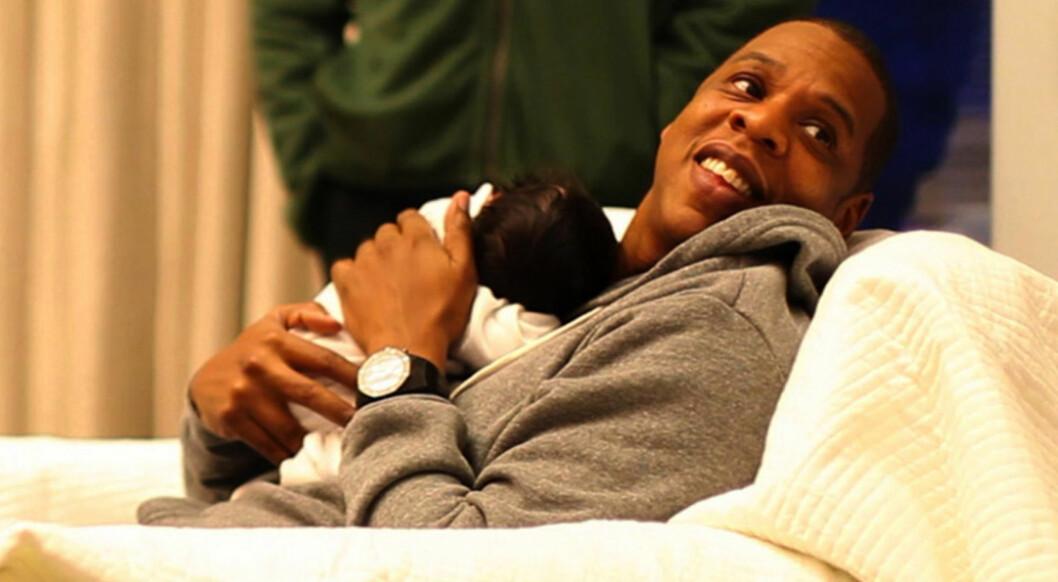 BABYKOS: Rapperen Jay Z med eldstedatteren Blue Ivy. Hun kom til verden i 2012. Han og kona Beyoncé har også tvillingene Sir og Rumi, som ble født i sommer. Foto: NTB Scanpix