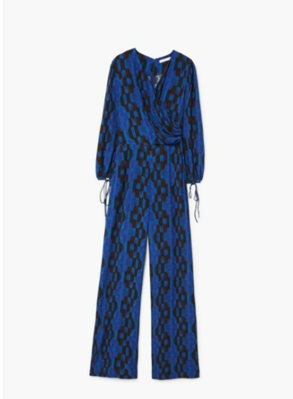 Jumpsuit fra Mango  699,-  https://shop.mango.com/no/damer/jumpsuit-lang/lang-m%C3%B8nstret-jumpsuit_11099701.html?c=52&n=1&s=prendas.familia;34&ts=1510145927791