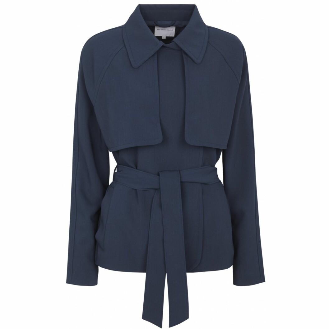 Jakke fra Second Female  760,-  https://secondfemale.no/sarah-short-jacket-navy.html
