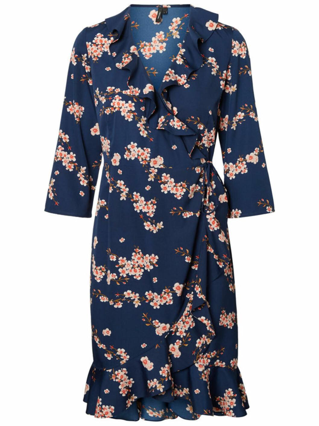 Kjole fra Vero Moda  300,-  https://www.veromoda.com/no/no/vm/kjoep-etter-kategori/kjoler/henna-kjole-10200452.html?cgid=vm-dresses&dwvar_colorPattern=10200452_Winetasting_630420