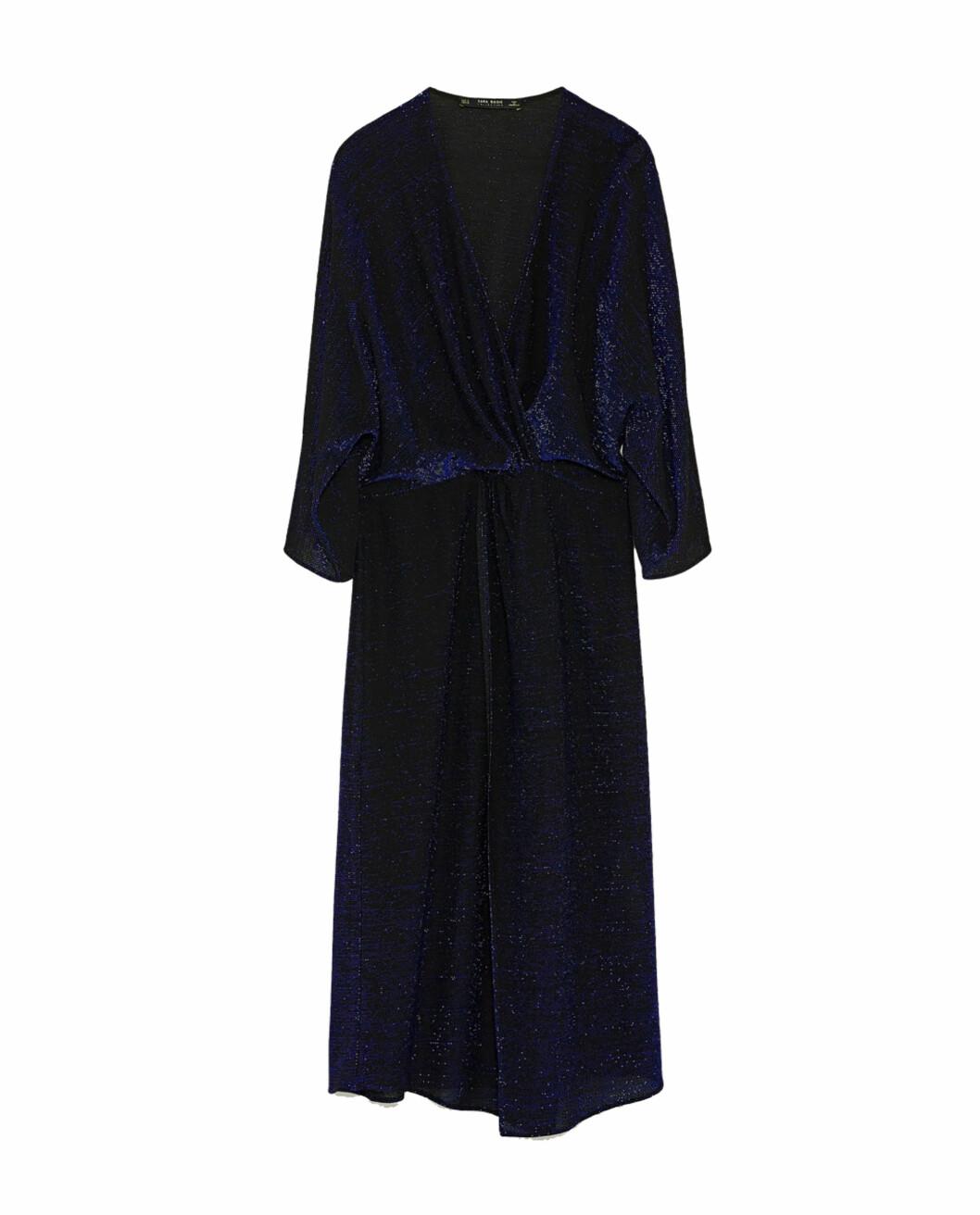 Kjole fra Zara  499,-  https://www.zara.com/no/no/dame/nyheter/omslagskjole-med-glans-c840002p5256518.html