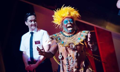 AFRIKA: Fordommer og satire går hånd i hånd gjennom musikalen. Foto: Fredrik Arff/ Det Norske Teatret