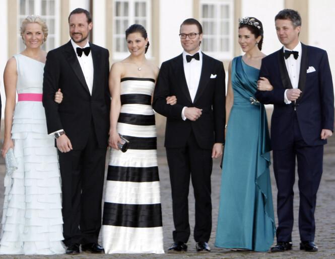 FREMTIDENS KONGER OG DRONNINGER: Kronprins Haakon, kronprinsesse Victoria og kronprins Frederik med sine respektive ektefeller i forbindelse med dronning Margrethe av Danmark sin 70-årsfeiring i København i 2010. Foto: NTB Scanpix