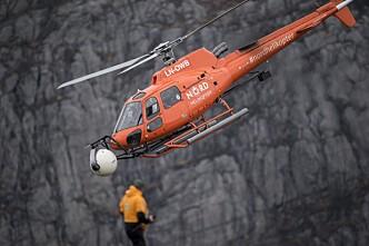 <strong>TRAFIKK:</strong> Helikoptre lander over 800 ganger på Preikestolen i november. Her fra innspilling onsdag. Foto: Tommy Ellingsen / Dagbladet