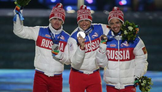 <strong>TO AV TRE BORTE:</strong> Russland tok først alle medaljene på 5-mila i Sotsji, men nå er det bare en igjen. Bronsevinner Ilia Chernousov (til høyre) er alene utenfor mistanke om svindel. FOTO:AP /Charlie Riedel