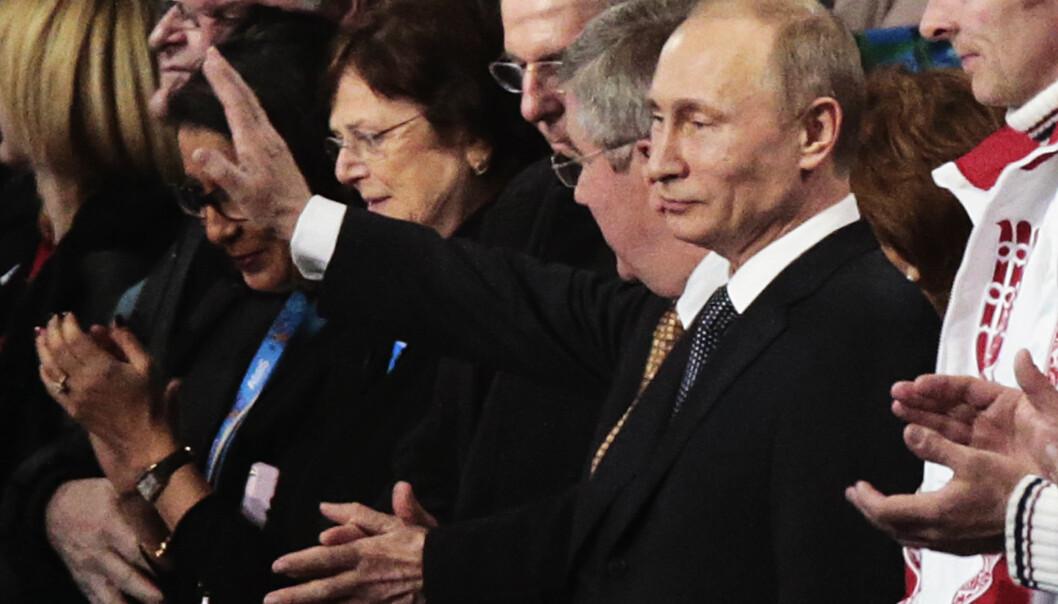 <strong>KLAPPET FOR TIDLIG:</strong> Vladimir Putin applauderte Russlands innsats som lekenes beste nasjon under avslutningsseremonien i Sotsji. Nå forsvinner en etter en av disse medaljene, men blir Russland også bort fra neste OL? FOTO: Lise Åserud / NTB scanpix