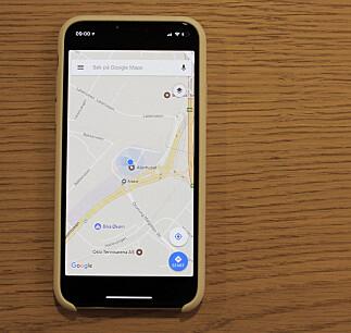 TYKKE RAMMER: Når du bruker en app som ikke er tilpasset skjermen, som Google Maps i dette tilfellet, får du sorte felter over og under. Foto: Pål Joakim Pollen