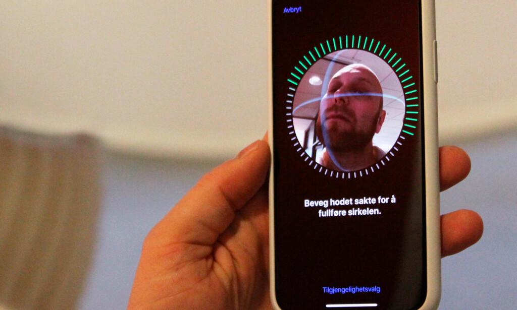 AVANSERT TEKNOLOGI: Apples ansiktsinnlogging, Face ID, er lett å sette opp og fungerer nesten hver eneste gang. Foto: Andreas Carlsen