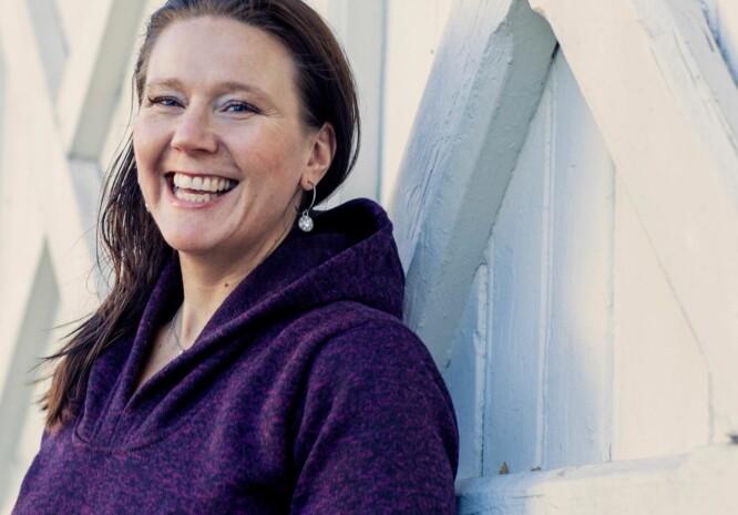 BEDRE NÅ: Elisabeth Mortensen har brukt mye tid på å hvile, etter ti år med ME-diagnose. Nå er hun mer aktiv enn tidligere, men må passe på å ikke bli for ivrig. Foto: Astrid Waller