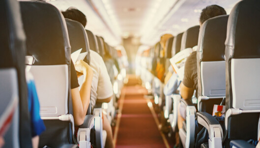 STILLESITTING: På et fly er det mange hovne ben, og rådet er at du sørger for å bevege dem både ved å gå litt og mens du sitter i setet. FOTO: NTB Scanpix