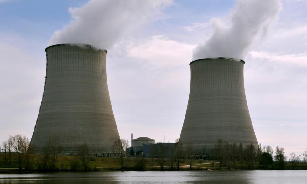 DYRERE STRØM: Strømmen i Norge blir dyrere når atomreaktorer i Europa stenges, forteller NVE. Allerede har vi vinterpriser som følge av lite vann i vannkraftverkene her til lands. Dette atomkraftverket ligger i Frankrike. Foto: Terje Pedersen / NTB scanpix