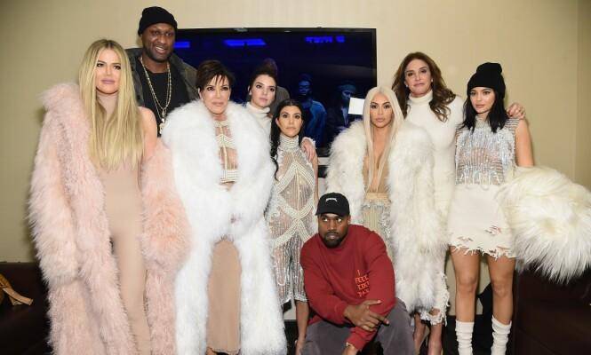 <strong>INGEN KONTAKT:</strong> Båndene mellom Kardashian-familien og Caitlyn Jenner virker å være fullstendig brutt. Alt virket tilsynelatende å være i skjønneste orden under Kanye Wests konsert i begynnelsen av 2016. Foto: NTB Scanpix