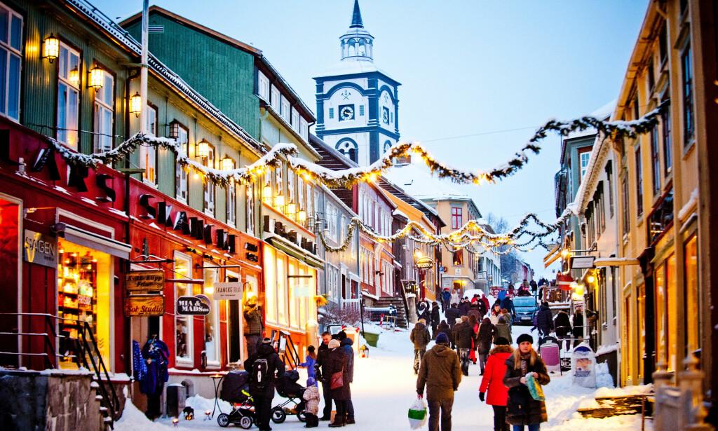 HERLIG HYGGE: Vakre Røros blir enda vakrere med julepynten på. Foto: Thomas Rasmus Skaug