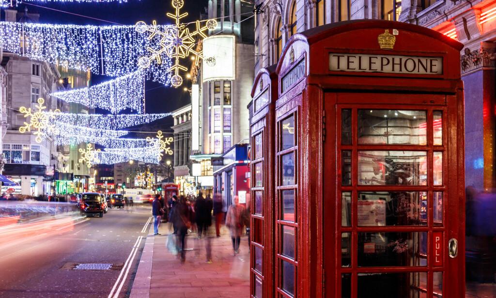 JUL OG SHOPPING: Julegattene er allerede tent i London, nordmenns store shopping-favoritt. Foto: NTB Scanpix