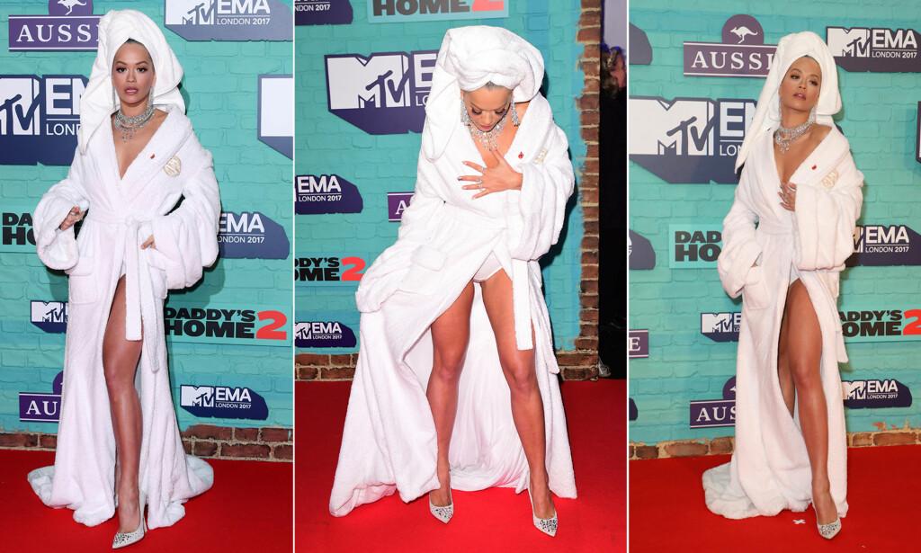 OVERRASKET: Popstjernen Rita Ora stilte i årets kanskje mest originale rød løper-antrekk på MTV EMA-utdelingen i London søndag kveld. Foto: NTB scanpix
