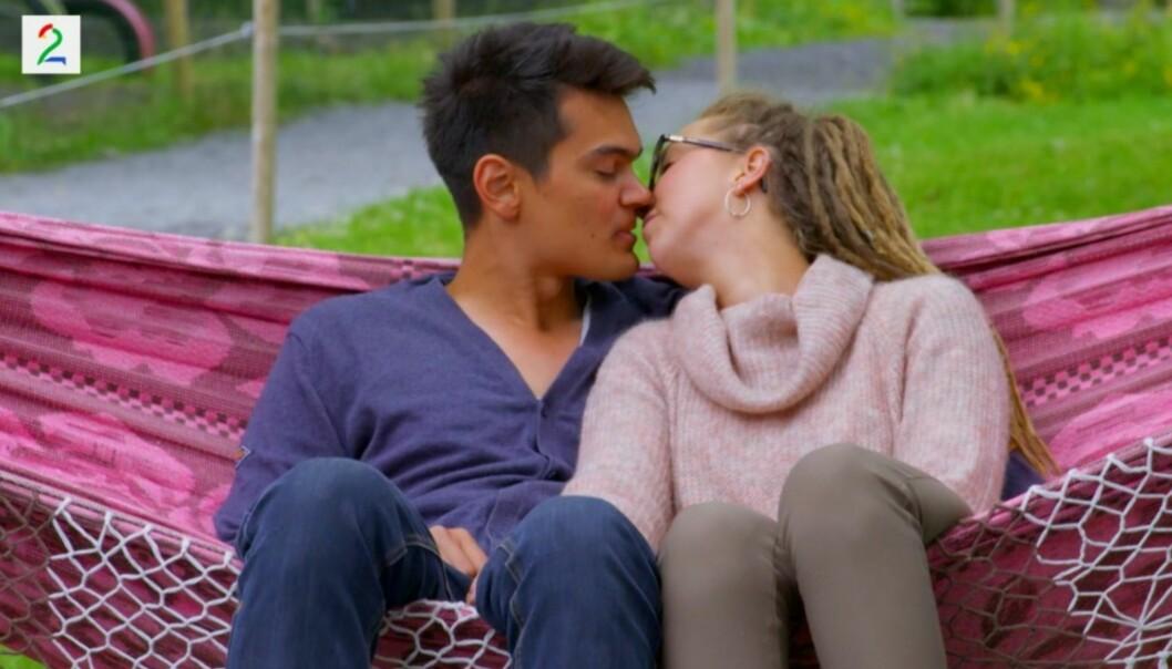 KYSS: Beatrice Fjell innrømmer i kveldens episode at hun er småforelsket i Fredrik Fjeld. Foto: TV