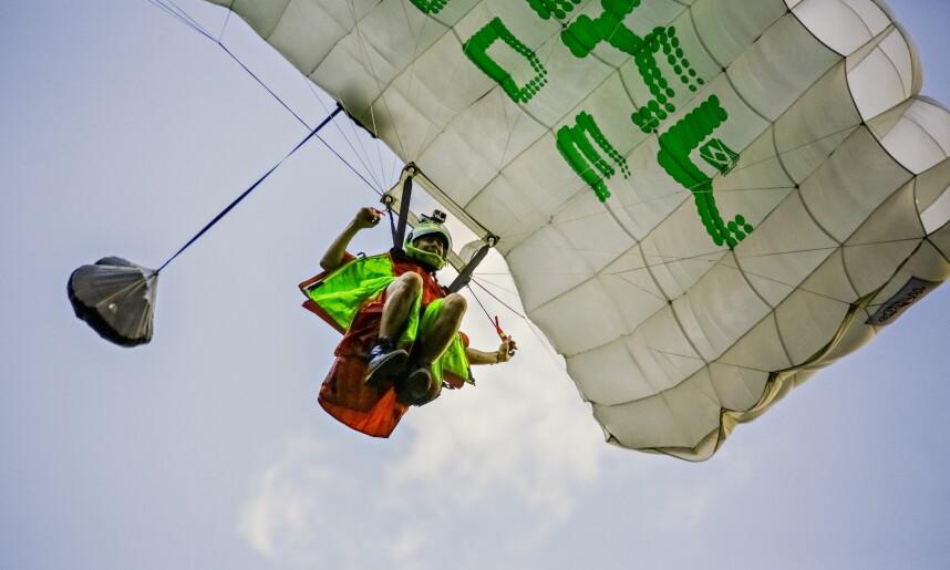 Felix Lorentzen spotting his landing after a jump in Kandersteg, Switzerland. Photo: Jørn H. Moen / Dagbladet