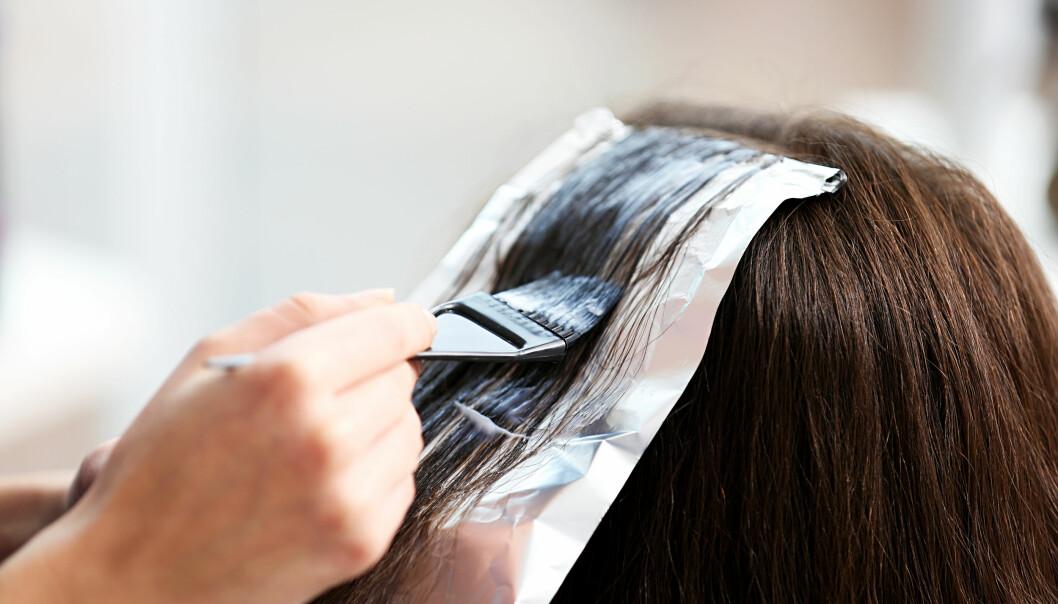 NATURLIG HÅRFARGE: Det er mulig å få sin naturlige hårfarge tilbake, men det krever en del behandlinger og litt tid. FOTO: NTB Scanpix