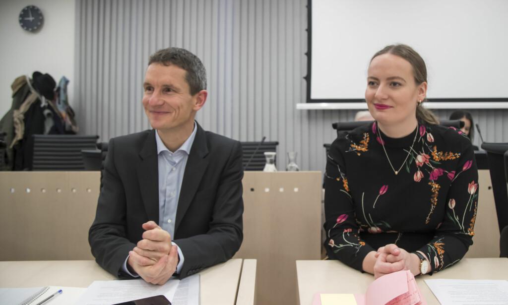ANKER: Truls Gulowsen, leder i Greenpeace Norge, og Ingrid Skjoldvær, leder i Natur og Ungdom anker til Høyesterett. Foto: Heiko Junge / NTB scanpix