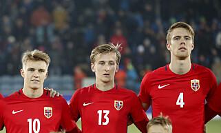 U21: Martin Ødegaard, Erlend Reiten og Kristoffer Ajer før EM-kvalifiseringskampen mellom Norge og Irland på Marienlyst stadion i Drammen tirsdag. Foto: Lise Åserud / NTB scanpix