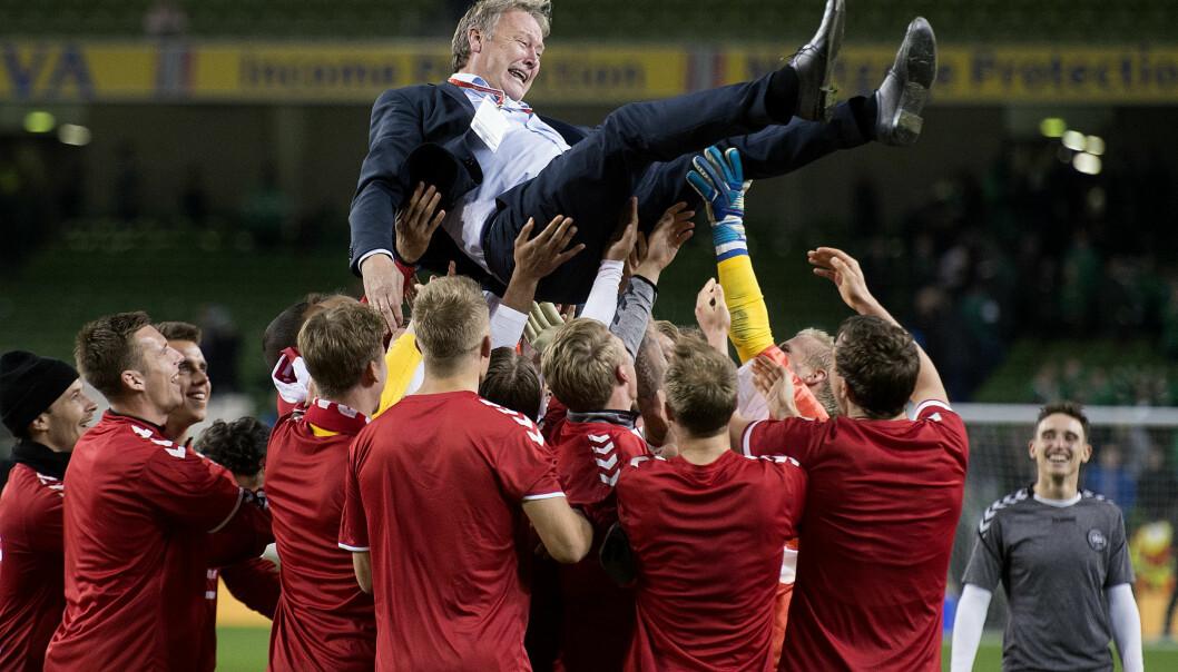 <strong>HYLLET:</strong> Åge Hareide får sin hyllest etter å ha tatt Danmark til VM. Foto: Liselotte Sabroe/Scanpix Danmark / NTB scanpix