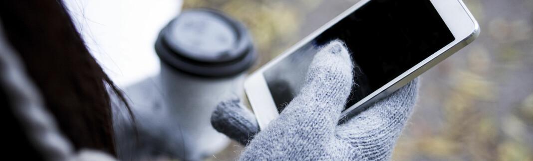 SKRUR SEG AV: Mange opplever at telefonen skrur seg av i høst- og vinterkulda. Vi har funnet ut hvorfor – og hvordan man kan unngå det. FOTO: Scanpix