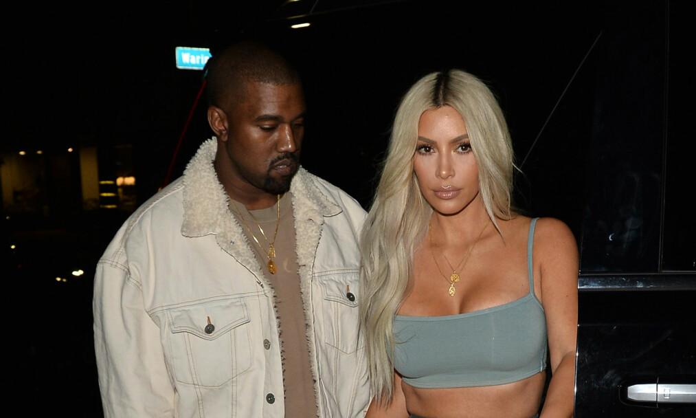 <strong>SURROGATI:</strong> I et nytt intervju forteller Kim Kardashian åpenhjertig om de følelsesmessige utfordringene tilknyttet avgjørelsen om å benytte surrogati for å få sitt tredje barn. Her sammen med ektemannen Kanye West. Foto: Splash News