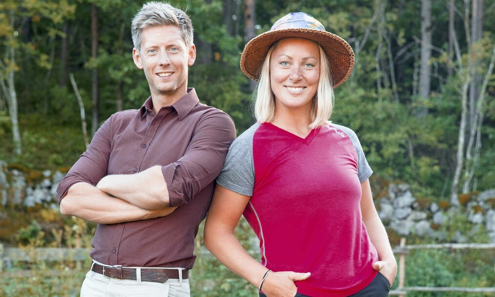 <strong>TV-AKTUELL:</strong> Den blide telemarksjenta utmerket seg allerede i første episode av «Farmen». Her sammen med programleder Gaute Grøtta Grav (38). Foto: TV 2