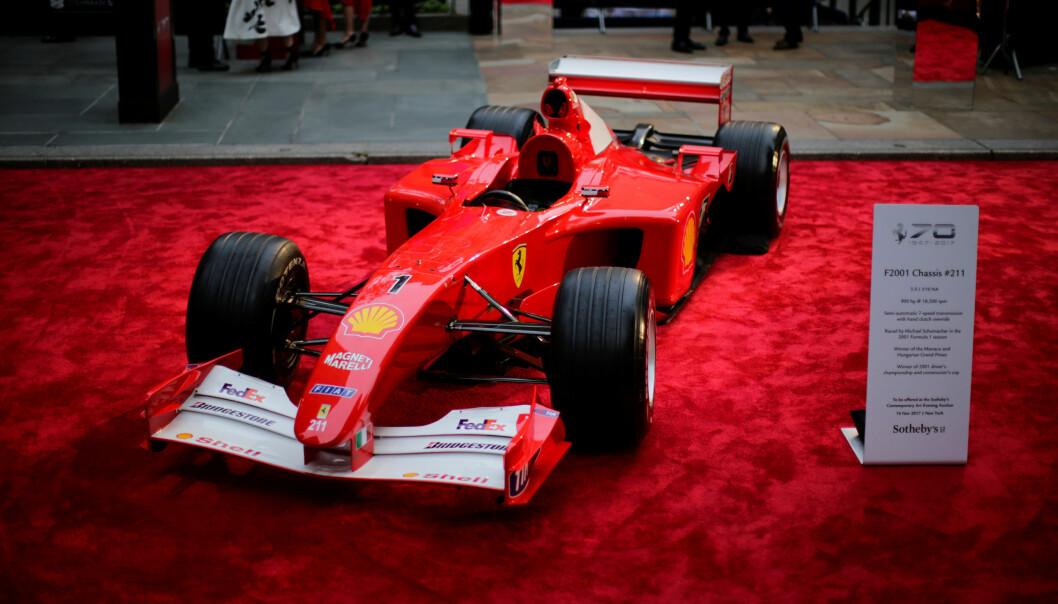<strong>DYR BIL:</strong> Michael Schumachers Formel 1-bil fra 2001 ble auksjonert bort torsdag. Foto: REUTERS/Eduardo Munoz