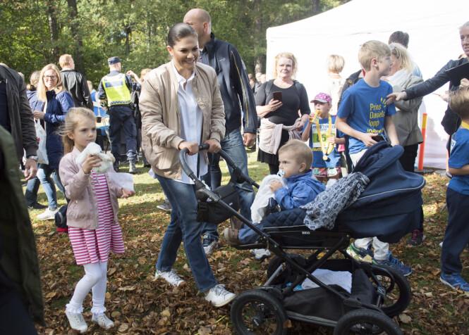 PRINS DANIELS LOPP: Det årlige løpe-arrangementet arrangeres i Hagaparken for barn mellom seks og tolv år. Vi krysser fingrene for at prinsesse Estelle blir med til neste år - for da fyller hun seks år! Dette bildet ble tatt i september i år. Foto: NTB Scanpix
