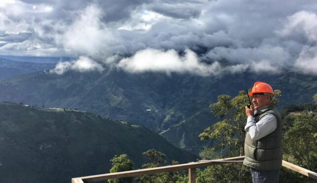 VULKANVOKTER: Carlos Sanchez har voktet over vulkanen Tungurahua. Foto: Eliot Stein