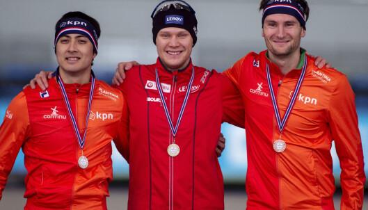 I SKYGGEN: Thomas Krol og Kai Verbij liker ikke at nordmannen Håvard Lorentzen har inntatt sprinttronen. Foto: Carina Johansen / NTB Scanpix