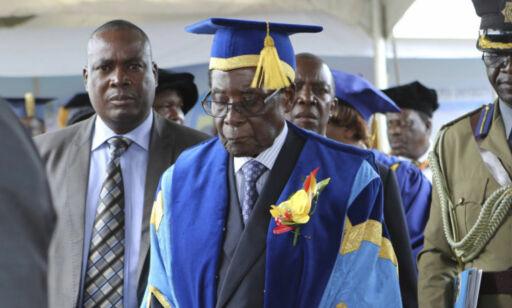 image: Mugabe er avsatt som partileder. Trues med riksrett om han ikke trekker seg som president