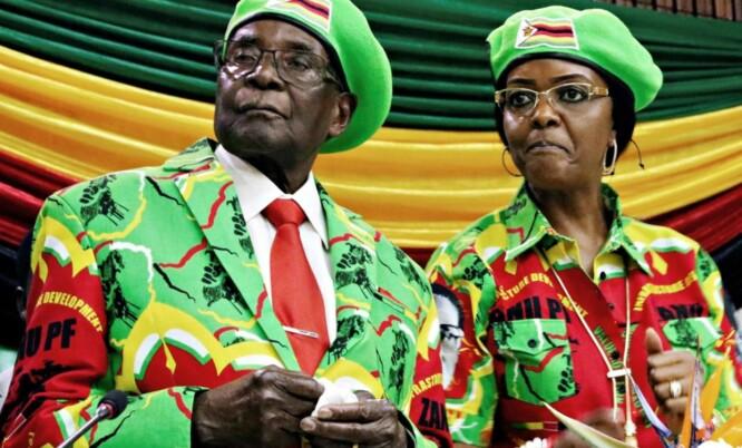 <strong>SPARKES:</strong> Robert og Grace Mugabe vil bli sparket fra regjeringspartiet søndag, opplyser krigsveteran-leder Chris Mutsvangwa til Reuters. Foto: Reuters / NTB Scanpix