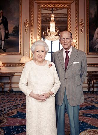 JERNBRYLLUP: I forbindelse med 70-årsmarkeringen av bryllupet mellom dronning Elizabeth (91) og prins Philip (96), slapp Buckingham Palace dette ferske bildet av jubilantene. Foto: NTB Scanpix