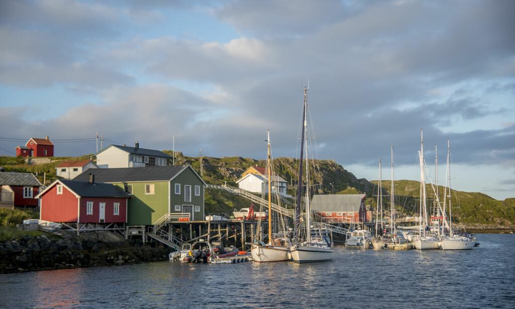 MED BÅT: Mange som skal seile til Lofoten velger å ligger over på Myken før man setter kursen over Vestfjorden. Foto: Espen Rikter-Svendsen