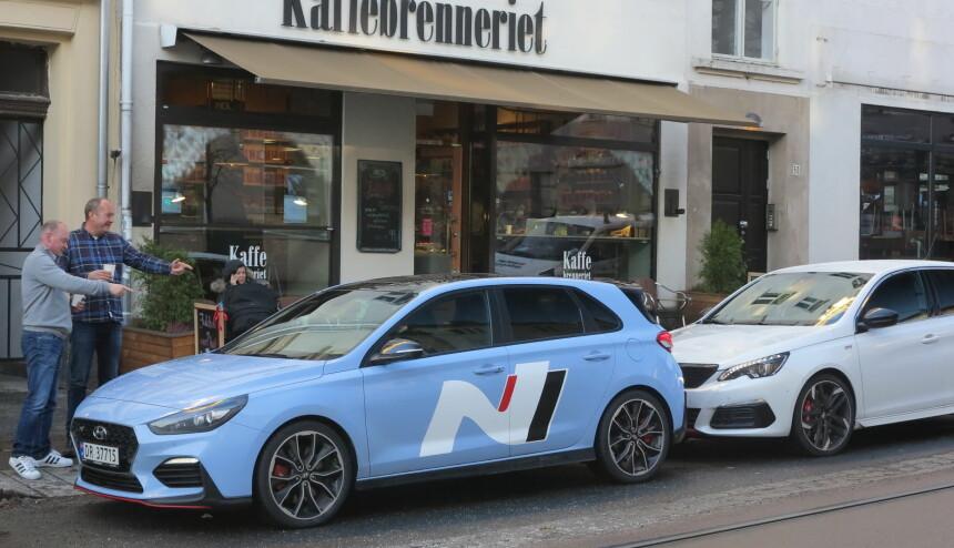 KAFE-RACERE: Disse bilene har du knapt hørt om, men representerer noe av det morsomste du kan kjøre under 500 000 kroner. Foto: Fred Magne Skillebæk