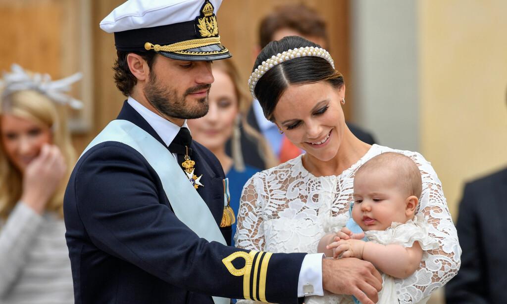 TIDLIGERE DÅP: Prins Carl Philip og prinsesse Sofia fulgte i 2016 sønnen Alexander (bildet) til dåpen. Nå må de gjøre flere endringer i tradisjonene før hans lillebror kan døpes. Foto: NTB Scanpix.