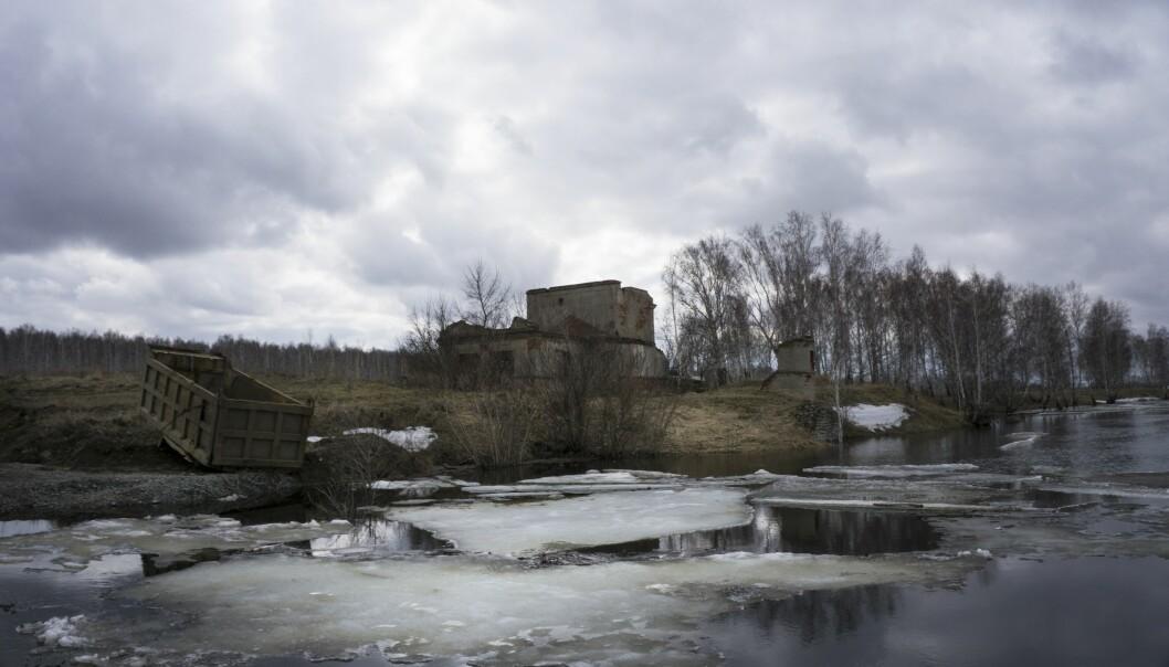 <strong>MULIG KILDE:</strong> Russland sa ikke nøyaktig hva som var kilden til radioaktivitet, men de høyeste nivåene ble funnet i regionen Tsjeljabinsk sør i Uralfjellene. I nærheten ligger byen Majak, som har at av Russlands største atomanlegg. Samtidig nekter russiske myndigheter for at det har vært en ulykke. Her et bilde av Techa-elva, som har blitt kraftig forurenset av atomavfall fra anlegget. Området er nærmest totalt ødelagt som følge av radioaktivitet. Foto: AP Photo/Katherine Jacobsen/NTB Scanpix